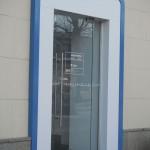 Входная стеклянная дверь в магазин «Сотовый мир»