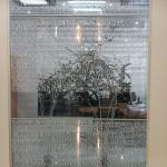 Комбинация обычной и стеклянной стены