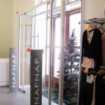 Входная стеклянная группа для салона NAFNAF