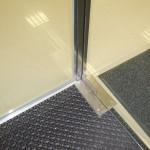 Стеклянная перегородка и дверь
