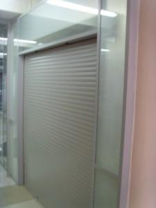 Роллетные двери к офисным перегородкам
