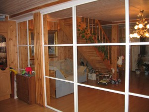 Покраска раздвижной двери в белый и прозрачное закаленное стекло