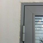 Алюминиевая дверь надежно встает в любой дверной проем